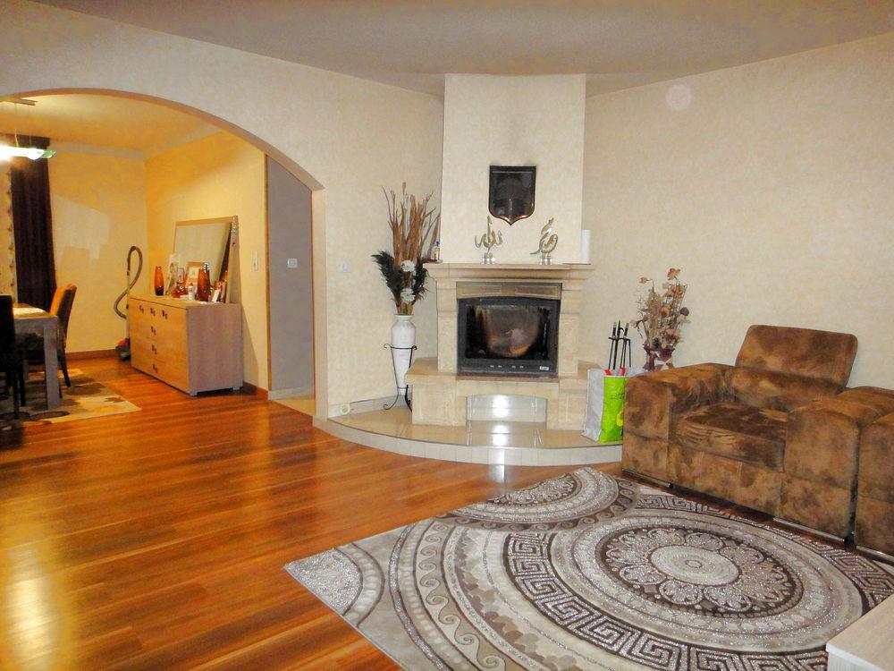 maison vendre de 166 m qui compte 6 pi ces dont 4 chambres et qui se situe woippy village. Black Bedroom Furniture Sets. Home Design Ideas